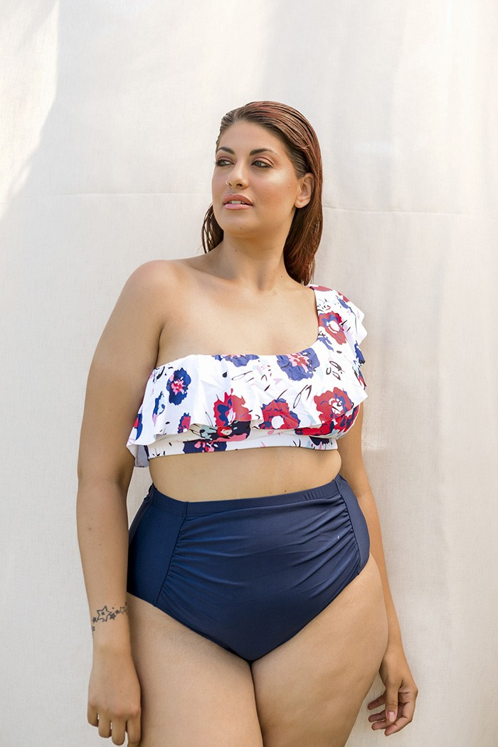 Bikini with different size straps