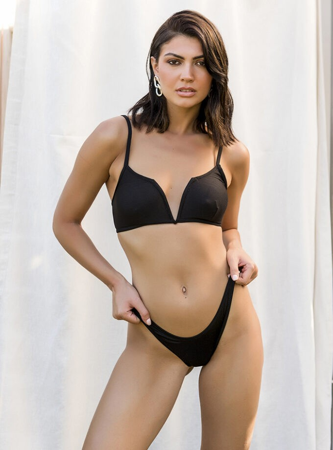 High leg bikini with V shape on top-Negro