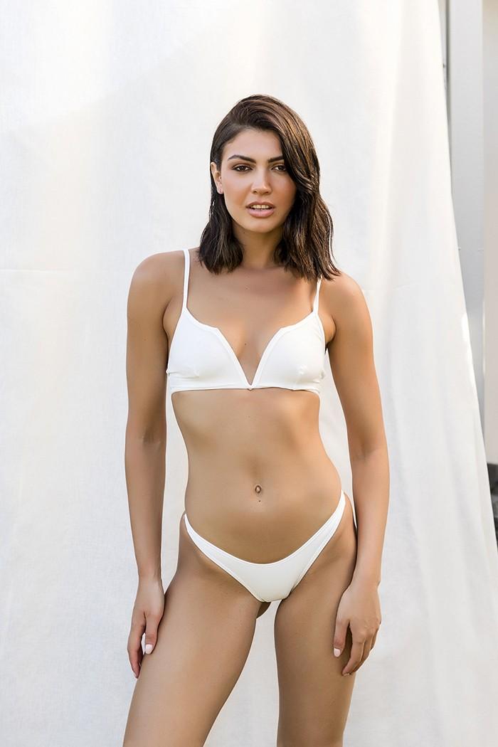 Bikini with V shape on top-White