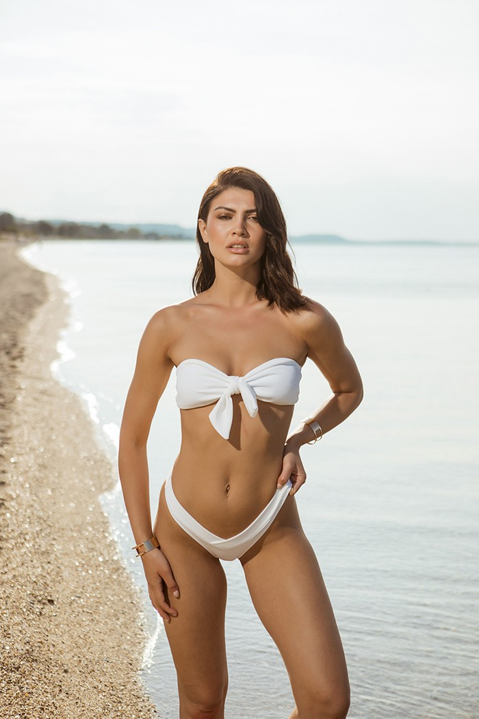 Bikini with knotted center