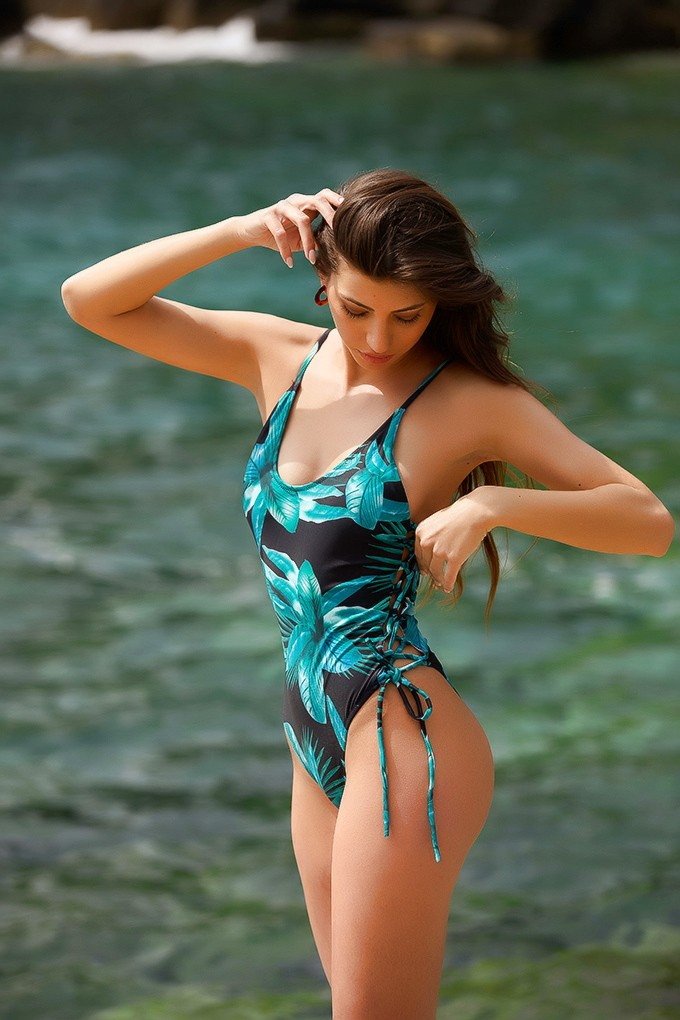 front page   Swimsuits